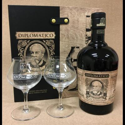 Coffret Diplomatico Seleccion de Familia 70 cl + 2 verres